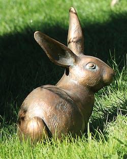 Bronzefigur Hase von Atelier Strassacker