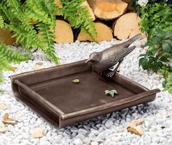 Bronzefigur Vogeltränke mit Amsel von Atelier Strassacker