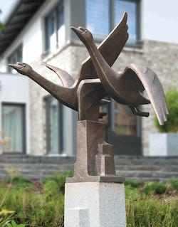 Bronzefigur Schwanengruppe von Hans Huschka