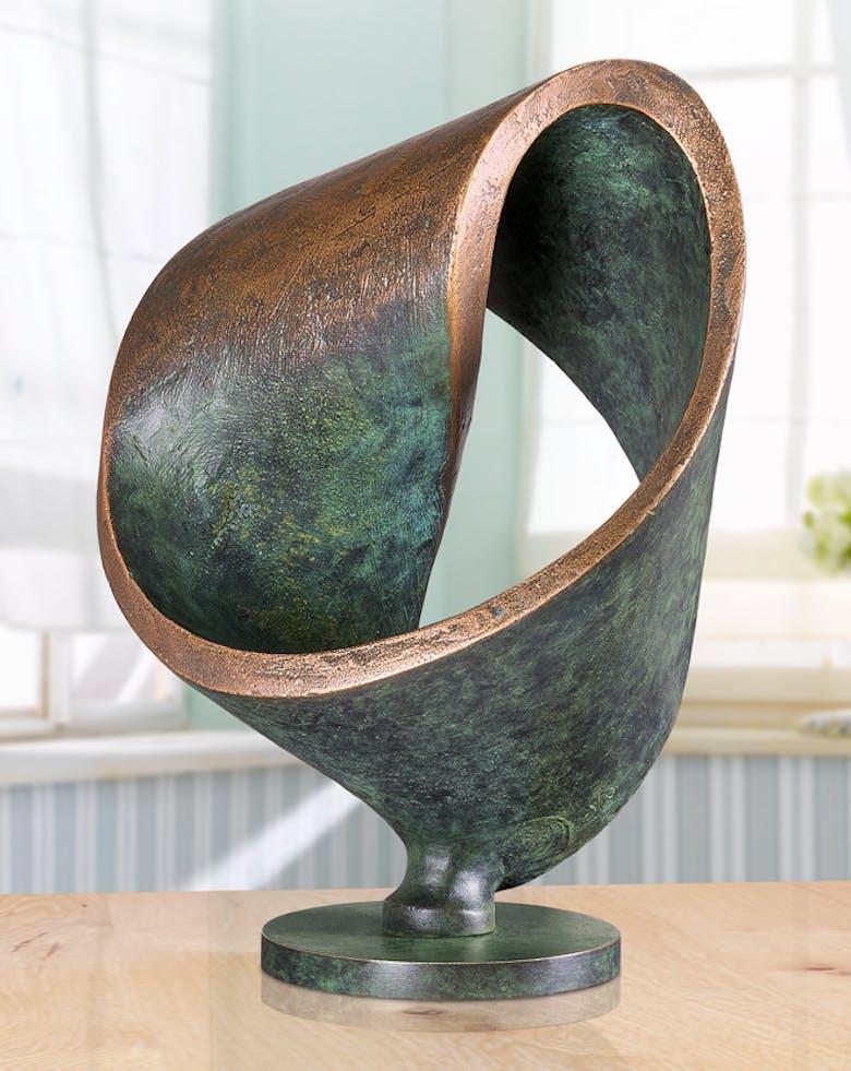 Bronzefigur Möbiusschleife von Hans Nübold