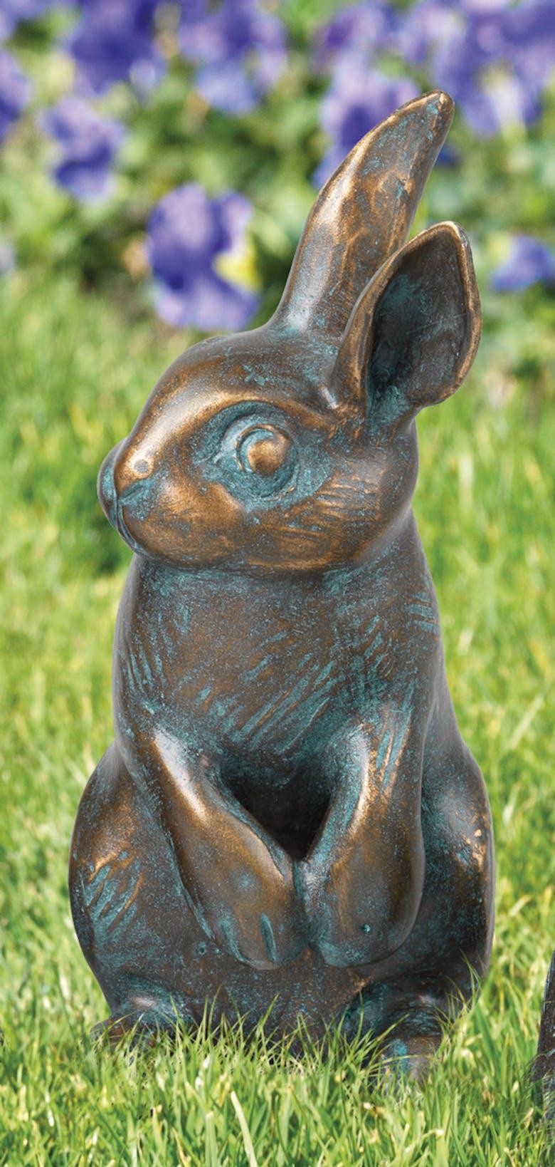 Bronzefigur Kaninchen stehend von Atelier Strassacker