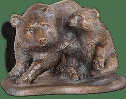 Bronzefigur Bärin mit Jungem von Atelier Strassacker