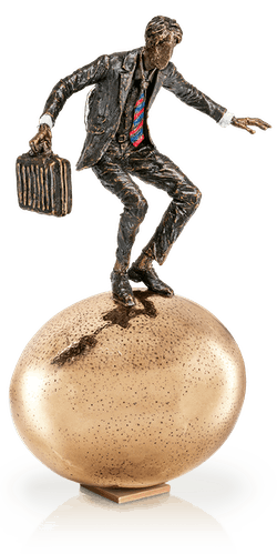 Bronzefigur »Balance auf goldenem Ei« von Vitali Safronov