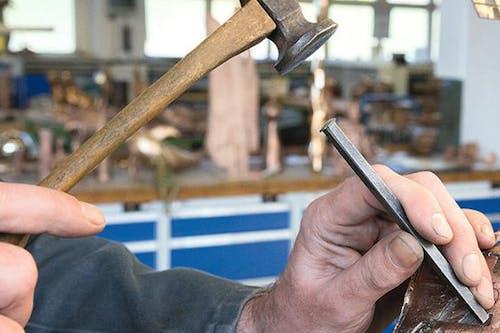 Herstellung-Bronzeskulptur-Ziselieren