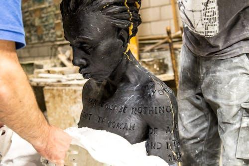 Herstellung-Bronzeskulptur-Wachsmodellerstellung