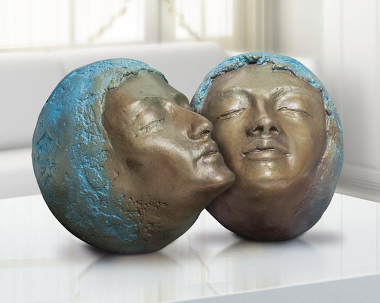 Bronzefigur Zuneigung von Maria-Luise Bodirsky