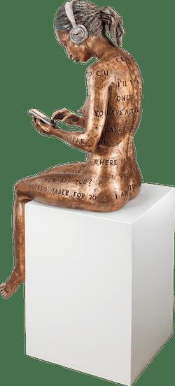 Bronzefigur Online Romance (Lady) von Michal Trpak