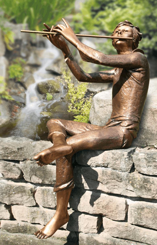 Bronzefigur Flötenspieler von Rinaldo Bigi