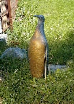 Bronzefigur Pinguin von Reinhard Dachlauer