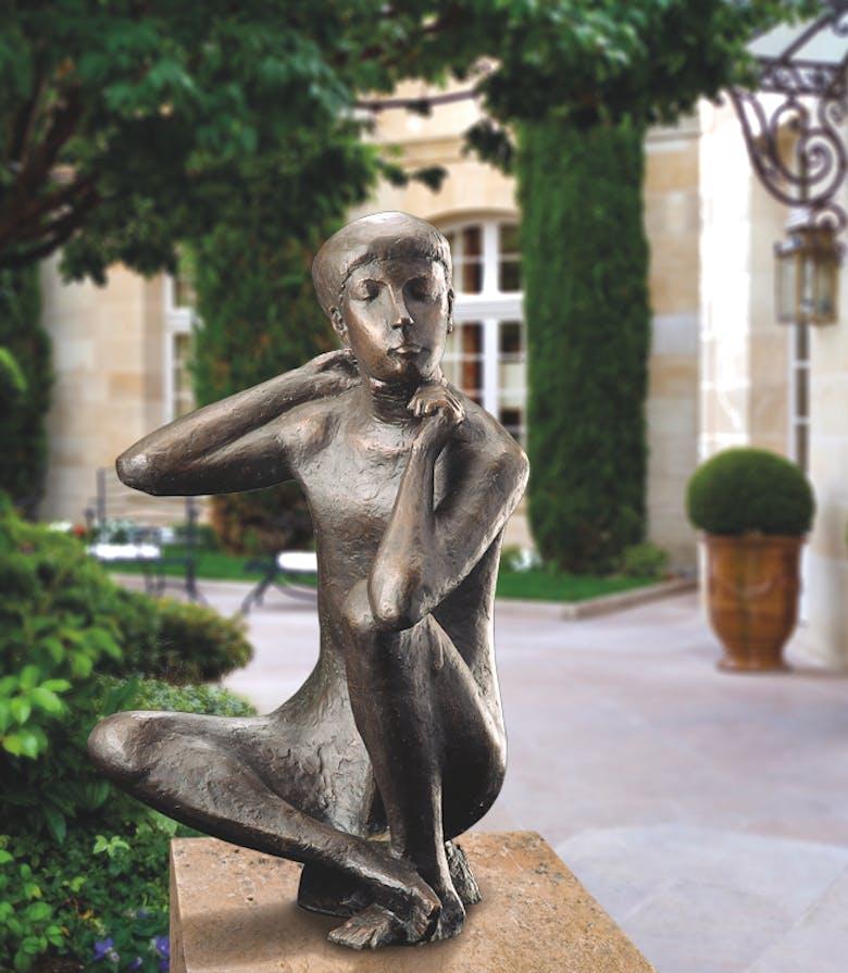 Bronzefigur Sitzender Junge von Otto Sonnleitner