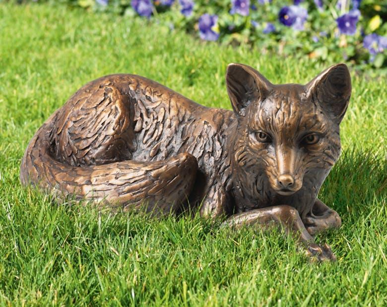 Bronzefigur Fuchs, liegend von Atelier Strassacker