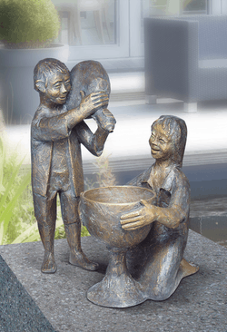 Bronzefigur Mädchen und Junge von Theophil Steinbrenner