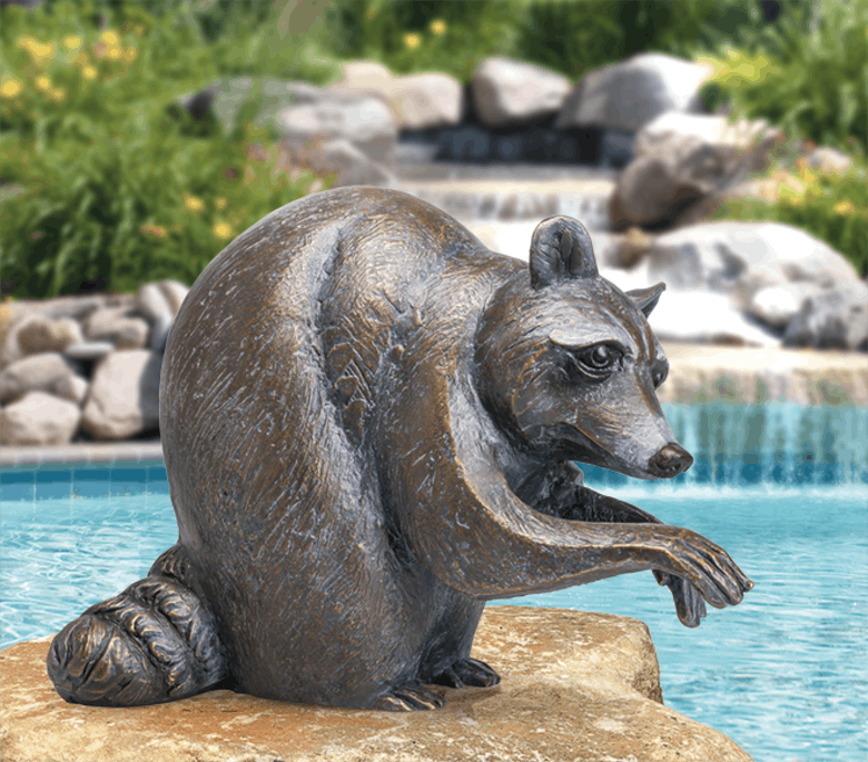 Bronzefigur Waschbär, sitzend von Atelier Strassacker