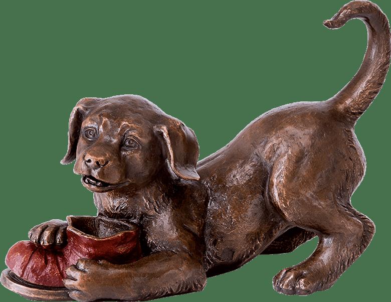 Bronzefigur Hund, spielend von Atelier Strassacker