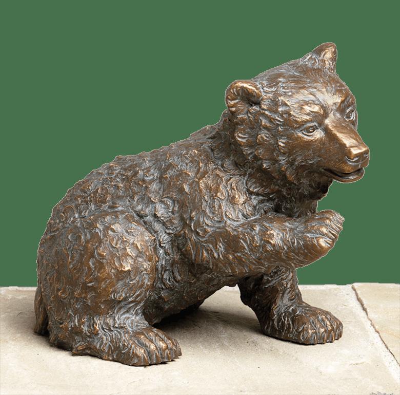 Bronzefigur Eisbär, neugierig von Atelier Strassacker