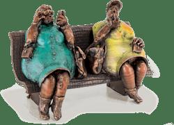 Bronzefigur Nach der Promenade von Eva Roucka