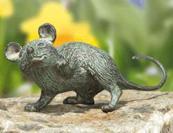 Bronzefigur Maus mit erhobener Pfote von Atelier Strassacker