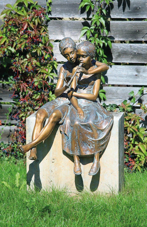Bronzefigur Paar mit Flöte von Pawel Andryszewski
