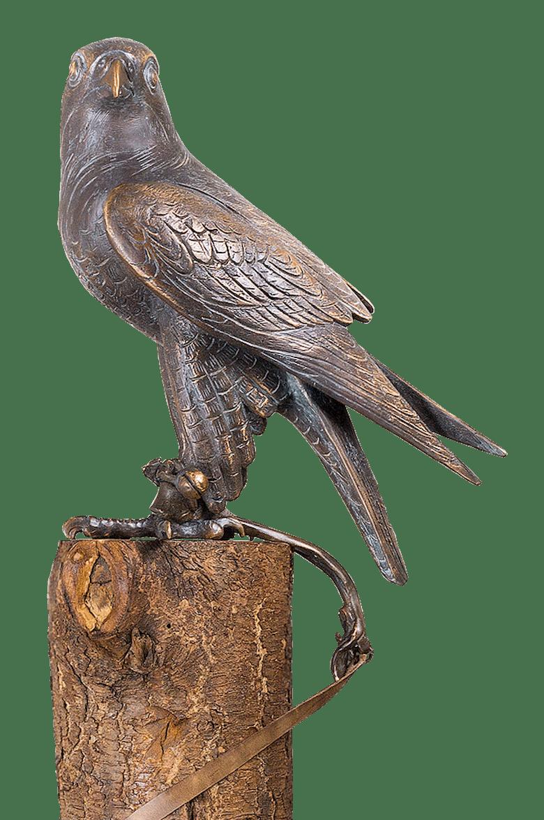 Bronzefigur Falke (mit 2,30 m langem Lederband) von Atelier Strassacker