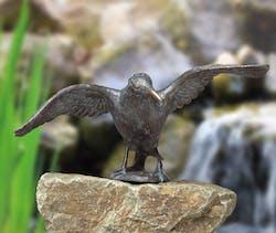 Bronzefigur Rabe im Anflug von Atelier Strassacker