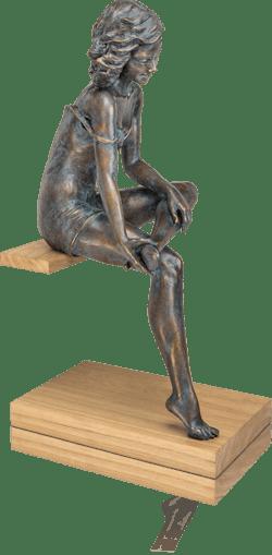 Bronzeskulptur-La-Scarpa-Frau