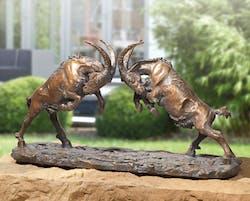 Bronzefigur Kämpfende Böcklein von Atelier Strassacker