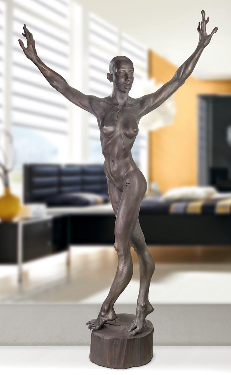 Bronzefigur Nackter Tanz von Roman Strobl