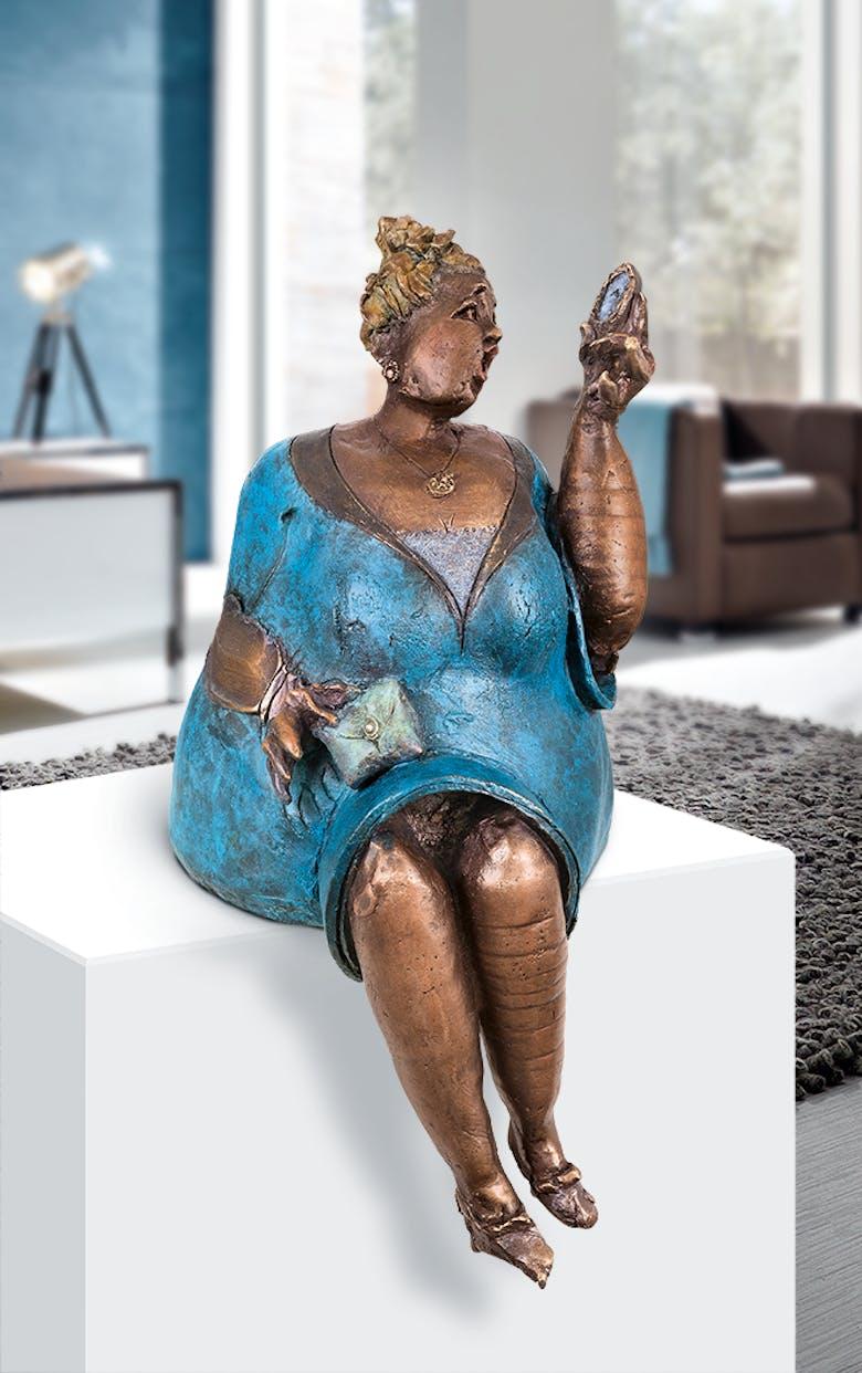 Bronzefigur Koketa von Eva Roucka