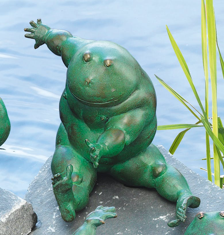 """Bronzefigur Frosch """"Paulina, die Sportliche"""" von Atelier Strassacker"""