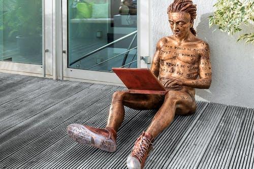 Herstellung-Bronzeskulptur-Online-Romance