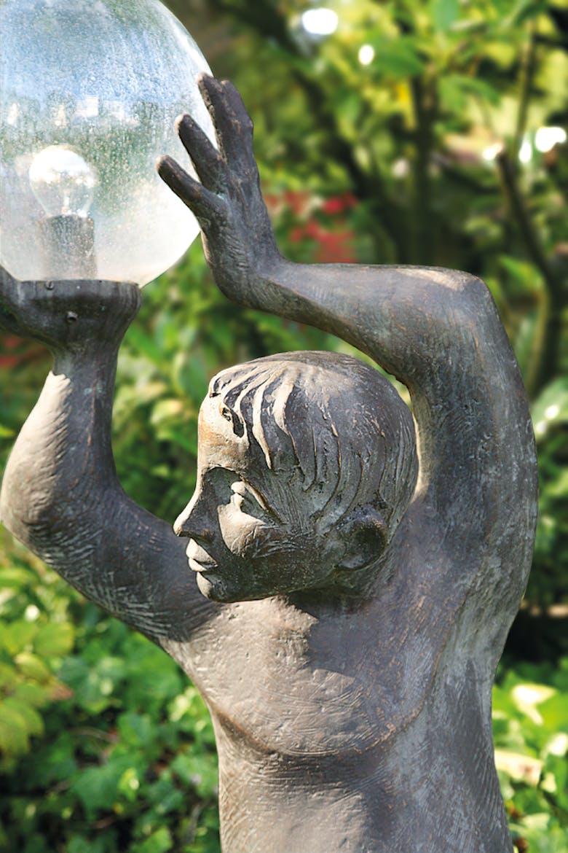 Bronzefigur Lichtträger von Emil Jo Homolka