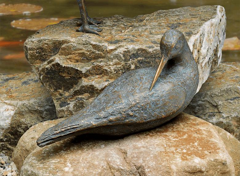 Bronzefigur Wasserläufer sich putzend von Atelier Strassacker