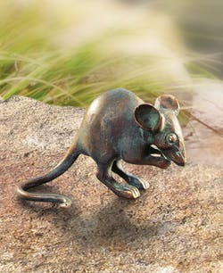 Bronzefigur Maus, fressend von Atelier Strassacker