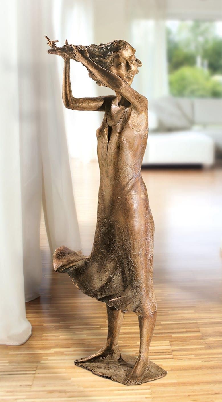 Bronzefigur Mädchen im Wind von Hans Nübold