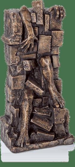 Bronzefigur In Mauern gefangen von Istvan Herold