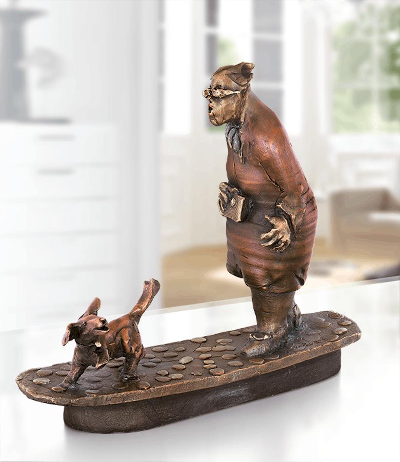 Bronzefigur Hundespaziergang von Eva Roucka