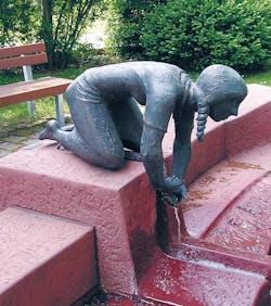 Bronzefigur Mädchen, kniend von Emil Jo Homolka
